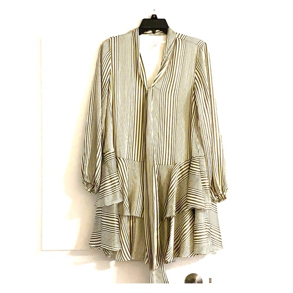 Avec Les Filles Dresses & Skirts - Striped ruffled shift dress
